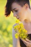 Девушка с цветками. стоковое изображение rf