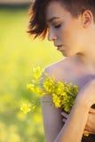 Девушка с цветками. Стоковое Фото