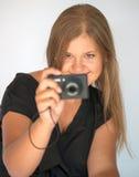 Девушка с цифровой фотокамера Стоковое Изображение