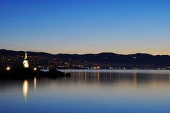 Девушка с чайкой с Rijeka на заднем плане стоковые изображения rf