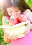 Девушка с яблоками Стоковое Изображение RF