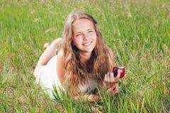 Девушка с яблоком Стоковые Изображения RF