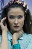 Девушка с ярким составом акварели и венок на ее голове Стоковые Фотографии RF
