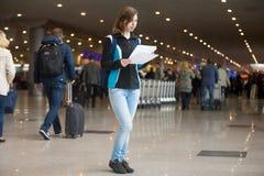 Девушка с e-билетами Стоковое фото RF