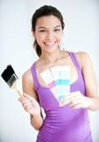 Девушка с Paintbrush и Swatch цвета Стоковое Изображение RF