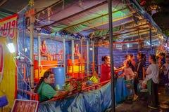 "Девушка танка данка Таиланда в ""ярмарке виска Loi Krathong ""виска saket wat Город Таиланд Бангкока стоковые фото"