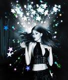 Девушка танцев на предпосылке звезд Стоковые Изображения RF
