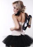 Девушка танцора балерины с светлыми волосами в роскошных танцах одевает Стоковые Изображения