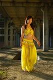 девушка танцы милая стоковая фотография
