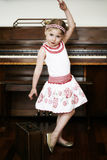 девушка танцы немногая Стоковое Фото
