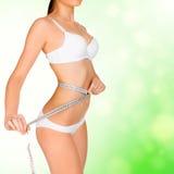 девушка тела ее принимать измерений Стоковые Фото