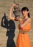 девушка управления имеет кувшин сверх Стоковое фото RF