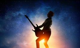 Девушка утеса с гитарой Мультимедиа Стоковое Изображение RF