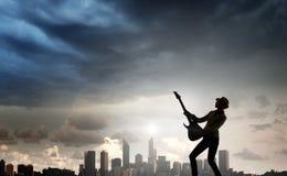 Девушка утеса с гитарой Мультимедиа Стоковое Фото