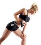 Девушка фитнеса делая строки гантели на белизне Стоковое фото RF