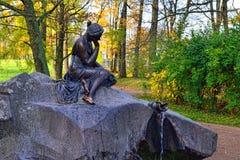 Девушка фонтана с опарником Стоковая Фотография