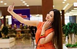 Девушка фотографирует Стоковые Фото