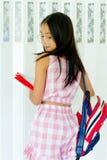 Девушка фотомодели над предпосылкой портрет красоты стильного c Стоковые Изображения