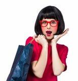 Девушка хипстера стиля с сумкой стоковые фото