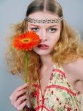 девушка цветка голубых глазов Стоковые Фотографии RF