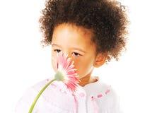 девушка цветка немногая милый пахнуть Стоковые Фотографии RF