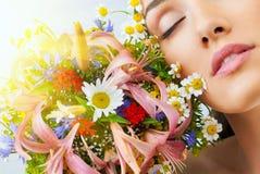 Девушка цветка стоковые фотографии rf