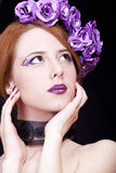 девушка цветков делает тип redhead вверх Стоковые Фото