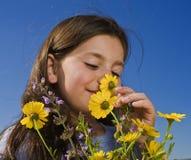 девушка цветков молода Стоковые Изображения RF
