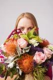 девушка цветков стоковые изображения