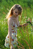 девушка цветков Стоковая Фотография