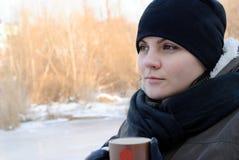 девушка чашки Стоковая Фотография