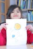 девушка чертежа с показывать Стоковые Изображения RF