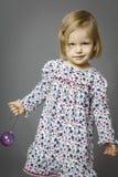 девушка шарика белокурая милая Стоковые Изображения
