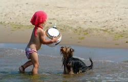 девушка шарика младенца Стоковое Изображение