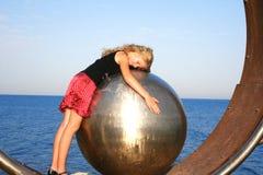 девушка шарика стоковые изображения