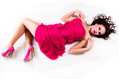 девушка шерсти лежит розовая нося белизна Стоковое Фото