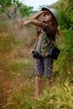 Девушка шлема пробочки в природе Стоковое фото RF