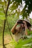 Девушка шлема пробочки в природе Стоковые Изображения