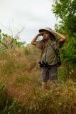 Девушка шлема пробочки в природе Стоковые Фотографии RF