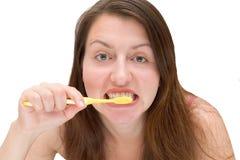 девушка щетки ее зубы к Стоковое фото RF