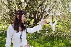 Девушка эльфа в fairy лесе Стоковая Фотография