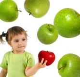 девушка яблока немногая красное зрелое Стоковые Изображения