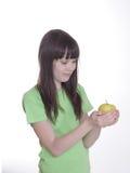 девушка яблока немногая усмешка Стоковое фото RF