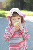 девушка яблока немногая Стоковое Фото