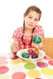девушка яичка покрасила показывать Стоковое Фото