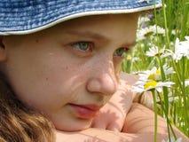 девушка 2 маргариток Стоковая Фотография