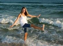 девушка 2 пляжей стоковые изображения rf