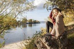 Девушка Beatifull в лесе Стоковое Изображение