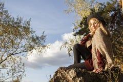 Девушка Beatifull в лесе Стоковая Фотография