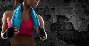 Девушка Determinated на спортзале готовом для того чтобы начать урок фитнеса стоковое изображение rf